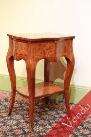 Charmante petite table volante époque Louis XV