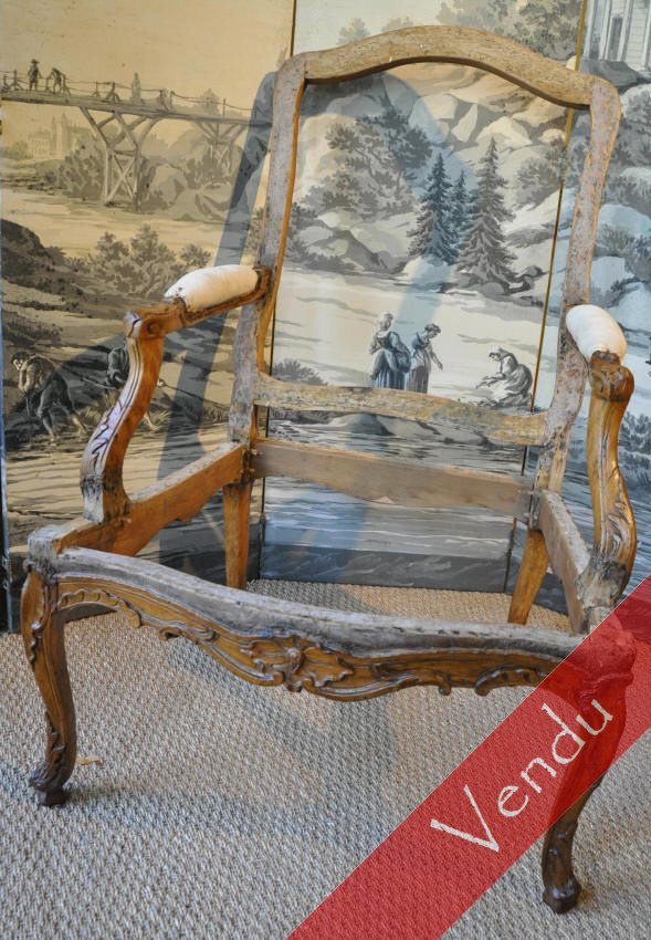 Large fauteuil époque Régence