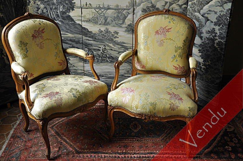 Paire de fauteuils à dossiers plats
