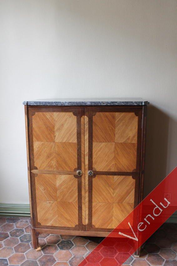 Petite armoire en bois de placage