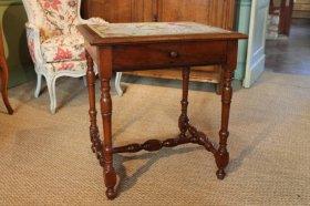 Petite table Louis XIII