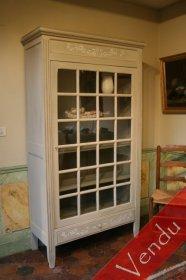 Petite vitrine peinte