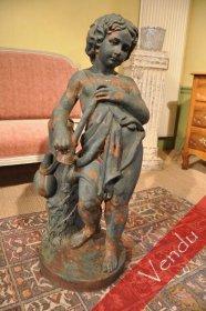 Statue en fonte d'une jeune fille