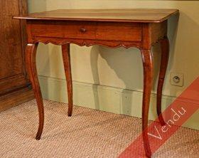 Élégante table époque Louis XV