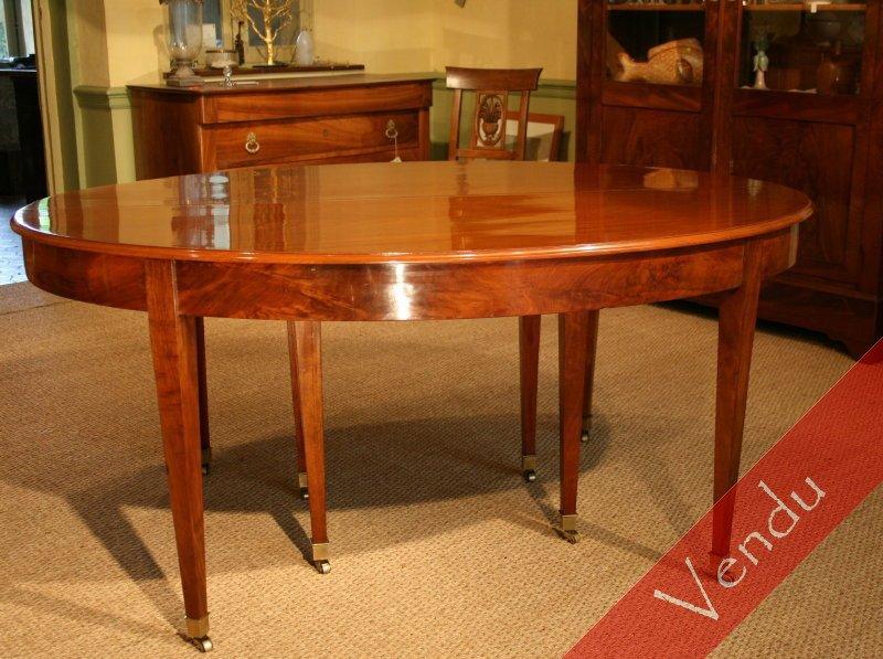 Table ovale à bandeau Directoire en acajou
