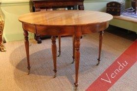 Table ronde à bandeau