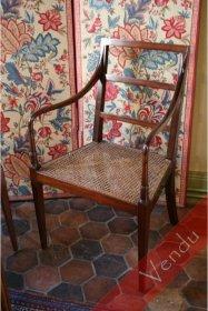 Quatre élégants fauteuils acajou