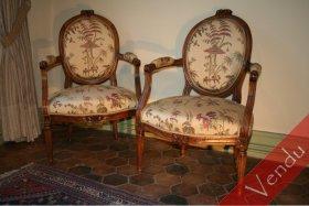 Paire de fauteuils en cabriolets époque Louis XVI